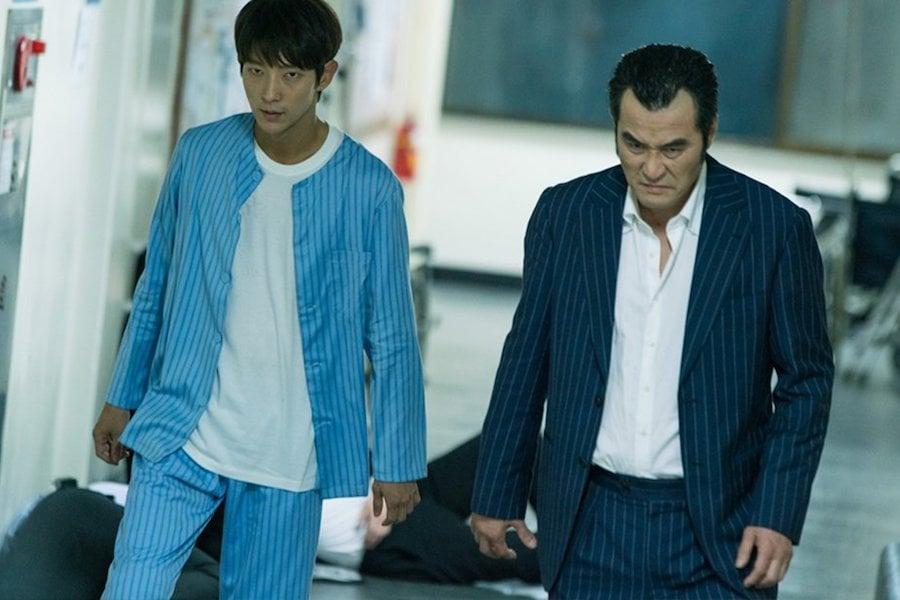 "Lee Joon Gi y Choi Min Soo se abren camino a golpes en el hospital en ""Lawless Lawyer"""