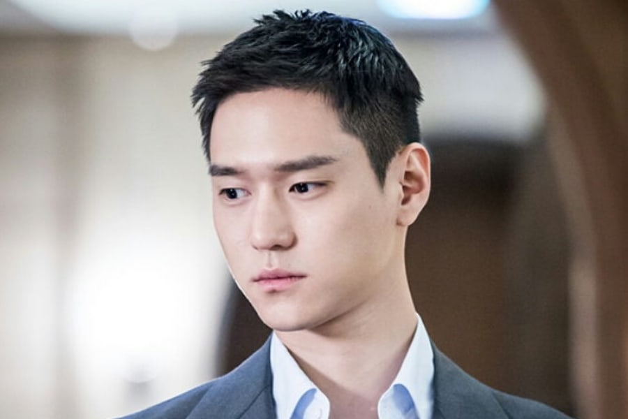 El actor Go Kyung Pyo es un apuesto soldado en nuevas imágenes en la milicia
