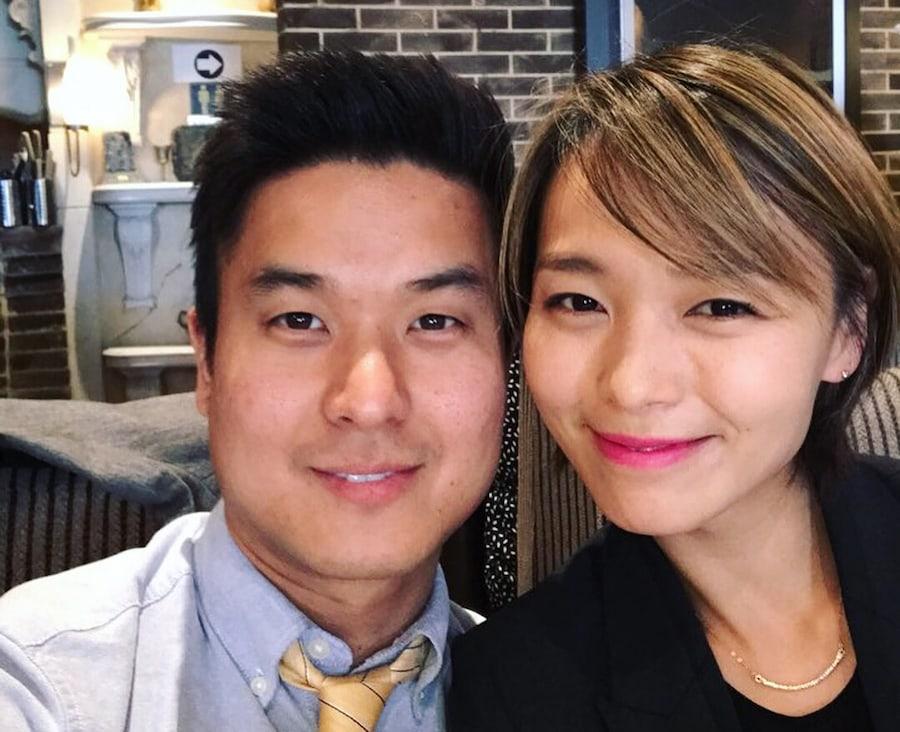 Sunye muestra dulce amor y aprecio por su marido