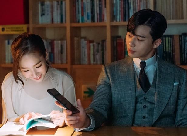 """""""What's Wrong With Secretary Kim"""" se lleva el 1er lugar en la lista de los dramas más comentados por 2da semana"""