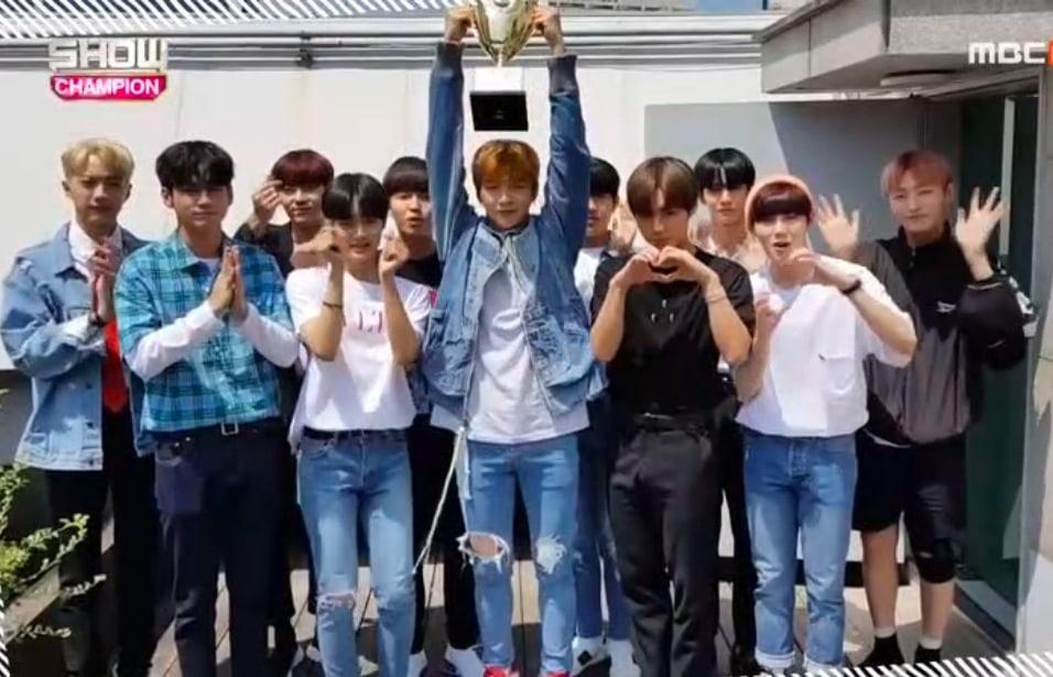 """Wanna One obtiene sexta victoria para """"Light"""" en """"Show Champion"""" – Presentaciones de Yubin, N.Flying y más"""