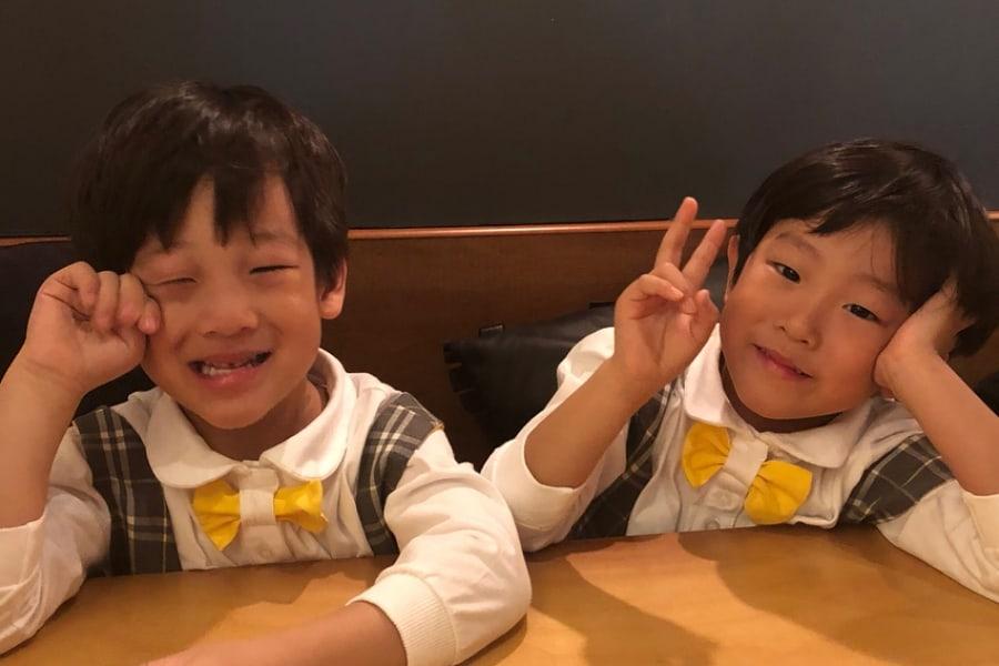 Seo Eon y Seo Jun cocinan en adorables fotos compartidas por su mamá