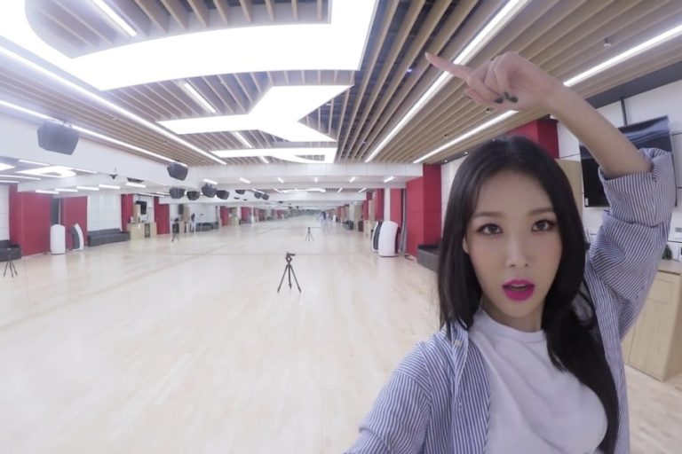 """Yubin ofrece a los fans un vistazo del nuevo edificio de JYP y toma un desafío de doble velocidad de práctica de baile de """"Lady"""""""