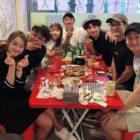 """Go Ara comparte divertidas fotos del reciente encuentro del equipo de """"Reply 1994"""""""