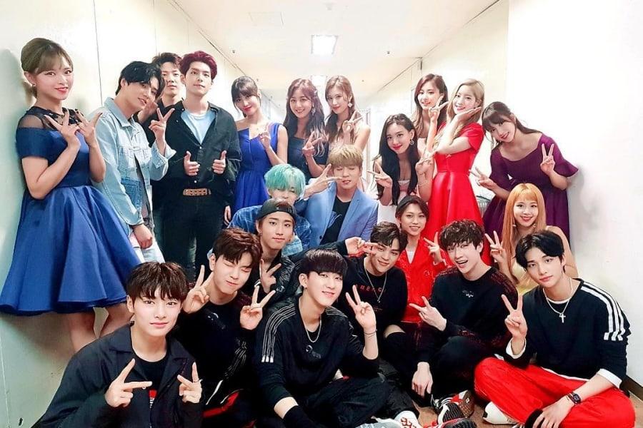 TWICE, Stray Kids y DAY6 posan juntos para una foto de la familia JYP