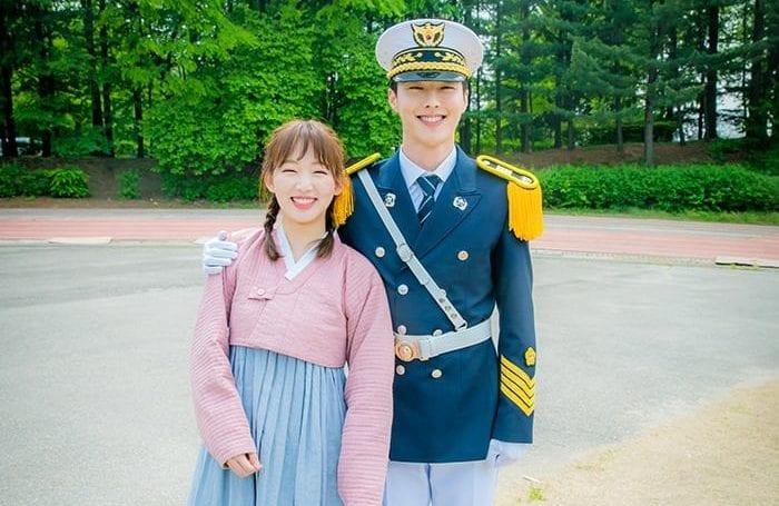 """Jang Ki Yong comparte sus pensamientos sobre su compañera en """"Come And Hug Me"""", Jin Ki Joo"""