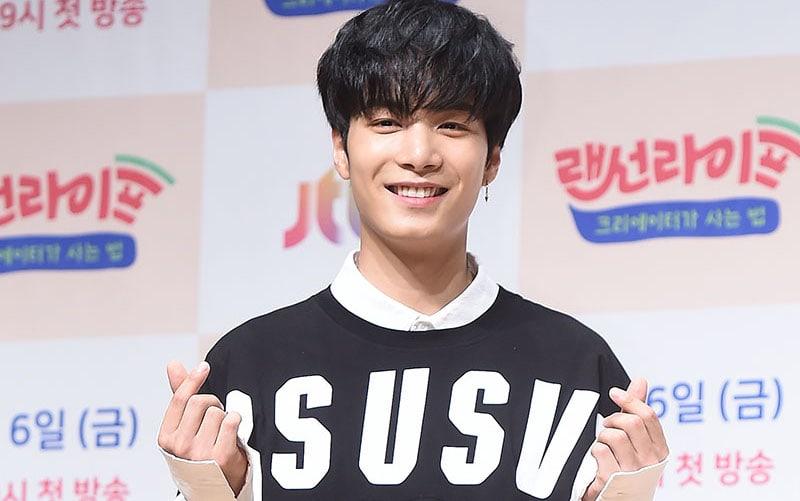 JR de NU'EST es promovido a MC regular en programa de variedades después de impresionar al personal como conductor especial