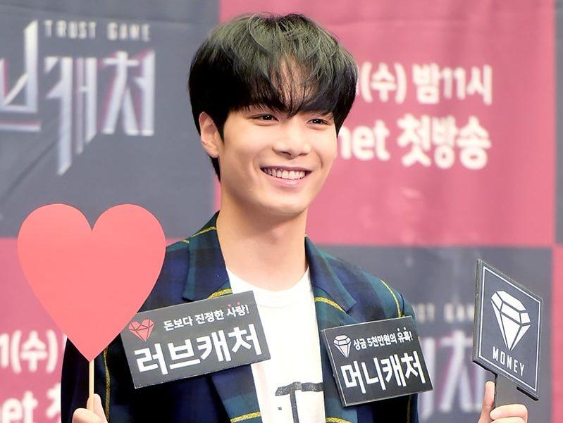 """JR de NU'EST comparte qué elegiría entre el amor o el dinero si estuviera en """"Love Catcher"""""""