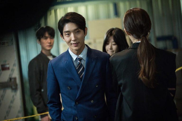 """El productor de """"Lawless Lawyer"""" elogia a Lee Joon Gi por cómo ha crecido como actor durante el paso de 11 años"""