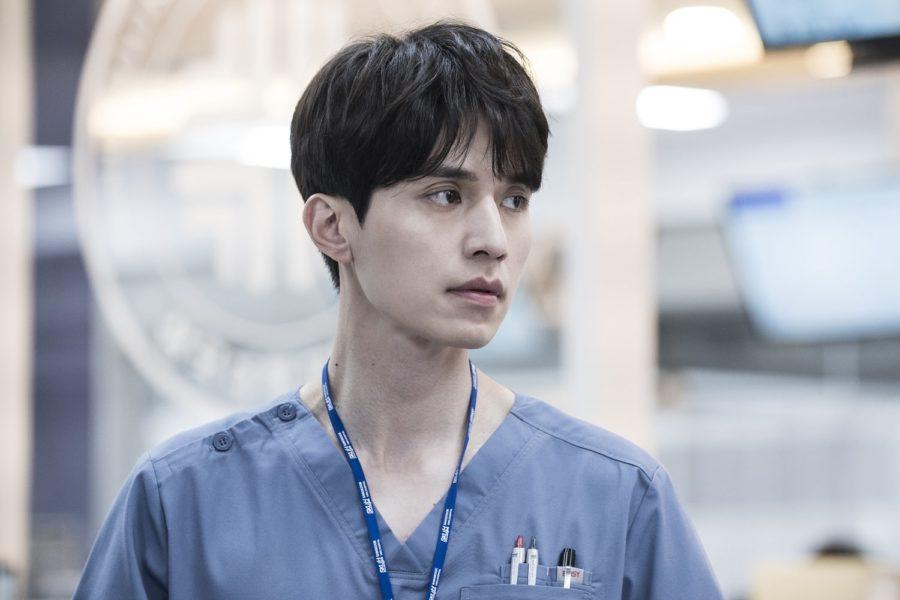"""Lee Dong Wook se transforma en un serio e intenso doctor para """"Life"""""""