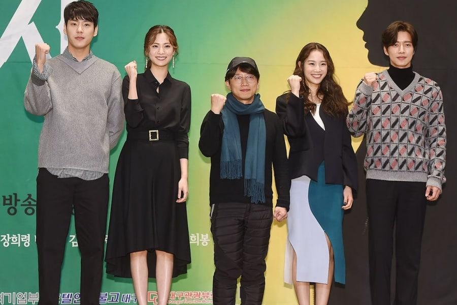 """El director y el sindicato de los actores de """"Four Sons"""" revelan declaración sobre la controversia del rodaje suspendido y los salarios"""