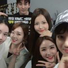 """Las co-estrellas del drama """"Rich Man, Poor Woman"""" de Suho de EXO muestran amor en su concierto"""