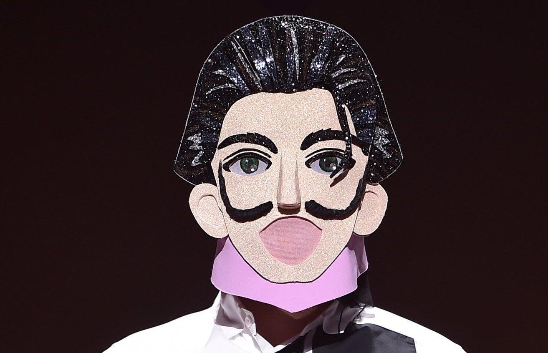 "Vocalista principal de grupo masculino sorprende a todos con su talento en ""The King Of Mask Singer"""