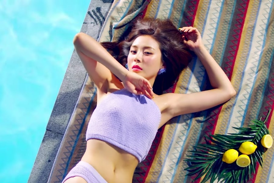 """Ashley, integrante de Ladies' Code, hace su debut en solitario con el video musical """"Here We Are"""""""