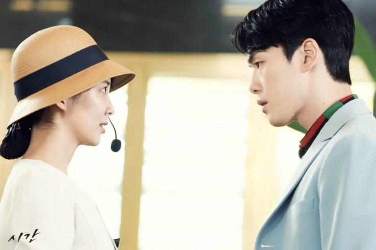 """Seohyun se arrodilla delante de Kim Jung Hyun en el próximo drama """"Time"""""""