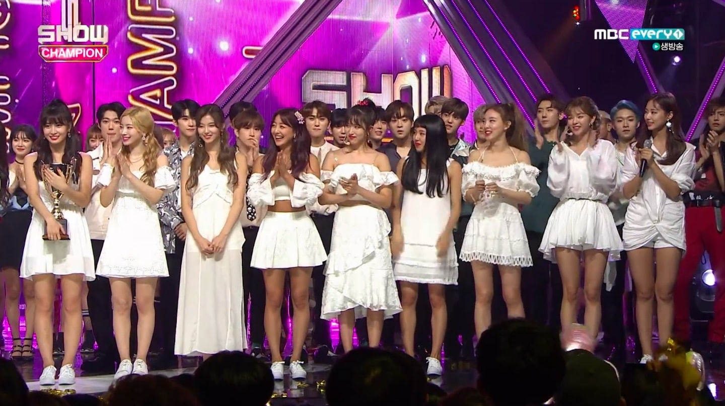"TWICE logra su 1ª victoria por ""Dance The Night Away"" en ""Show Champion"". Actuaciones de Apink, Golden Child y más"
