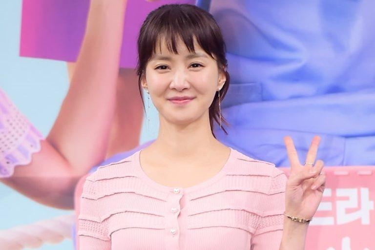 """Lee Si Young habla sobre filmar """"Risky Romance"""" después de convertirse en madre"""
