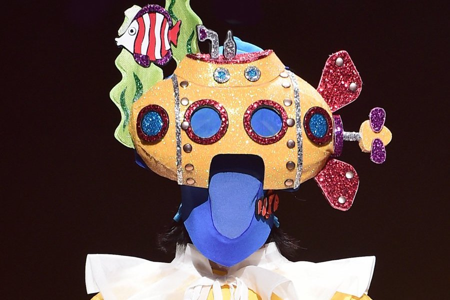 "Vocalista de grupo femenino encanta a la audiencia en ""The King Of Mask Singer"""