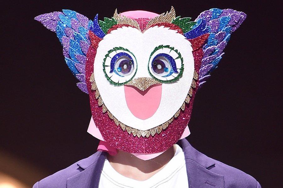 """Miembro de grupo masculino y actor sorprende con su voz en """"The King Of Mask Singer"""""""
