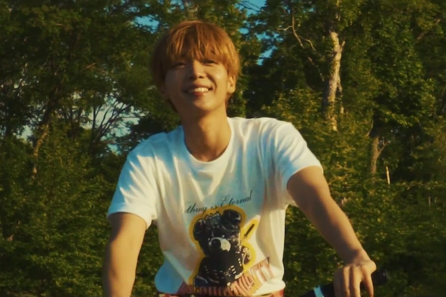 "Jeong Sewoon canta ""20 Something"" en su MV de regreso"