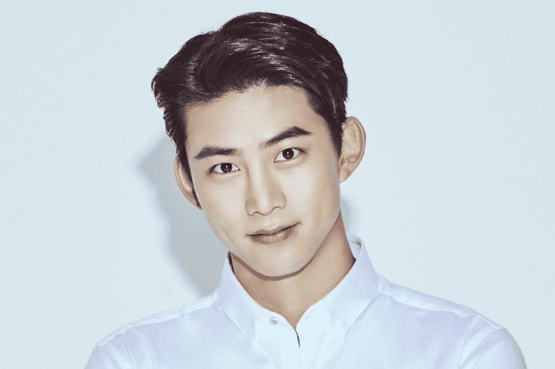 Taecyeon firma con nueva agencia, JYP asegura que 2PM continuará promoviendo como 6