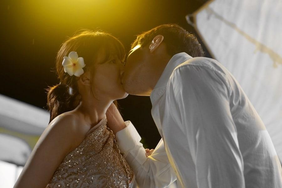 "Lee Si Young y Ji Hyun Woo muestran actuación armoniosa en detrás de cámaras de ""Risky Romance"""