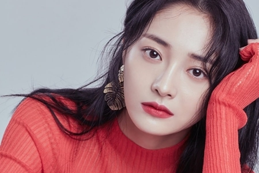 Kyulkyung de PRISTIN opina sobre los conceptos que le gustaría intentar, vivir en Corea y modelos a seguir