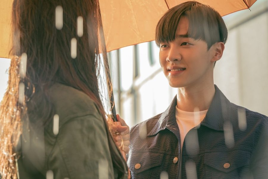 """Lee Gikwang de Highlight está enamorado perdidamente de Song Ji Hyo en """"Lovely Horror-vely"""""""