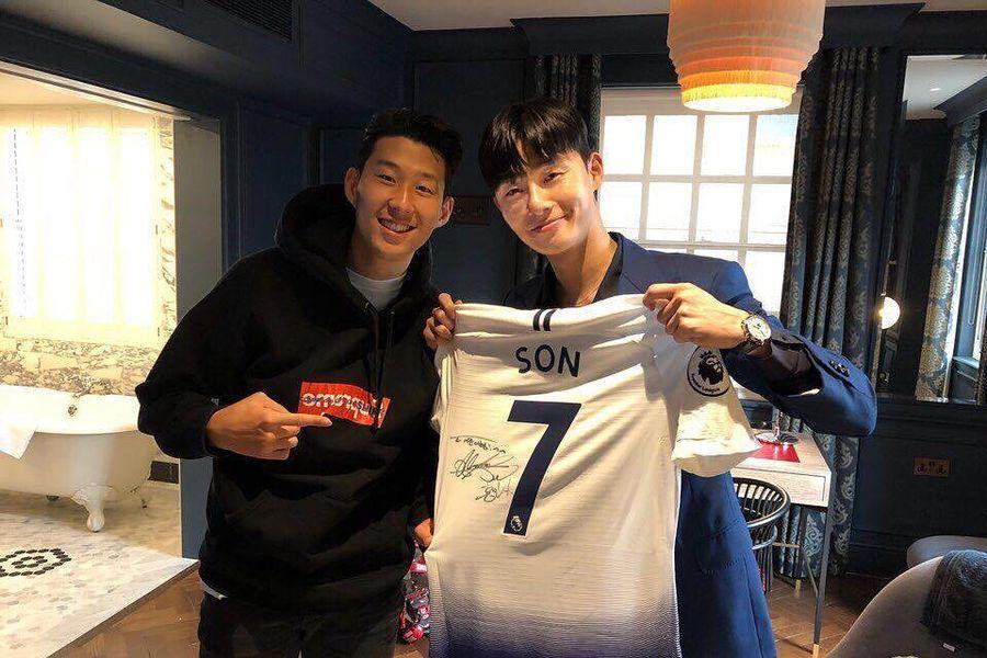Park Seo Joon es un fanboy en foto tomada con el jugador de fútbol Son Heung Min