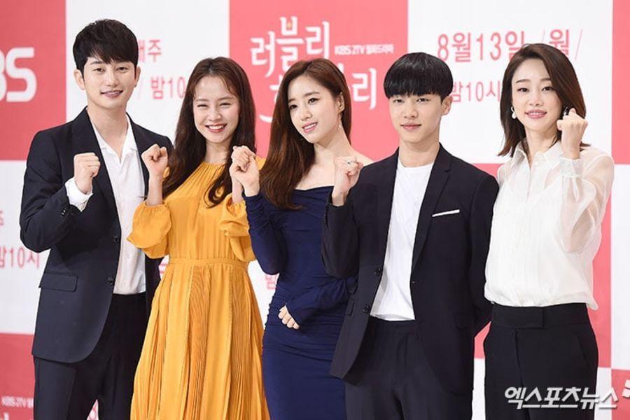 """El elenco de """"Lovely Horribly"""" elige al miembro más encantador y realizan una fiesta de cumpleaños para Song Ji Hyo"""