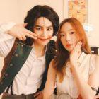 """Taeyeon de Girls' Generation y actores de """"Student A"""" muestran apoyo por Suho de EXO en su musical"""