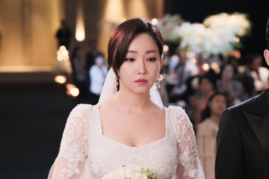 "Lee Yoo Ri es misteriosamente infeliz en su boda para ""Hide And Seek"""