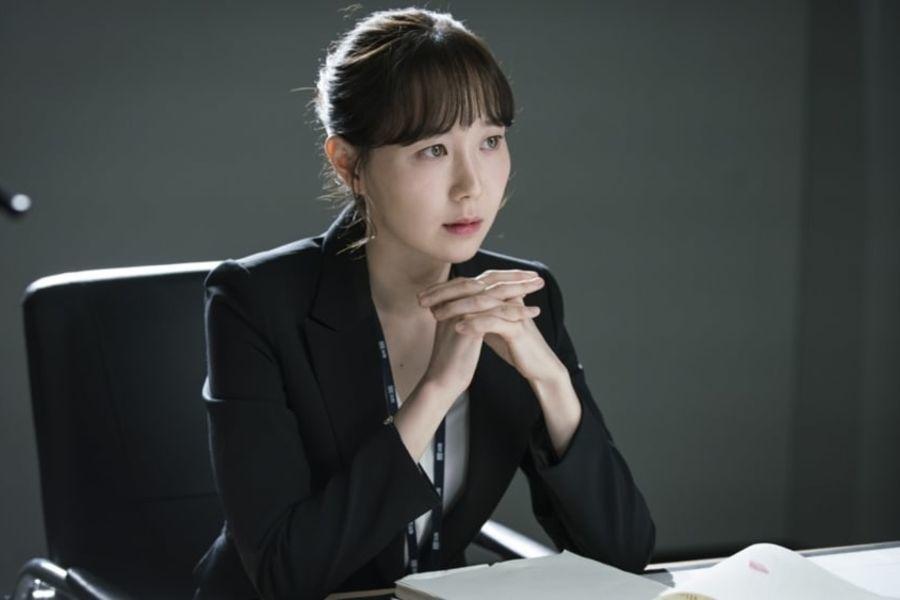 """Lee Yoo Young se prepara diligentemente para interpretar a su personaje en """"Your Honor"""""""