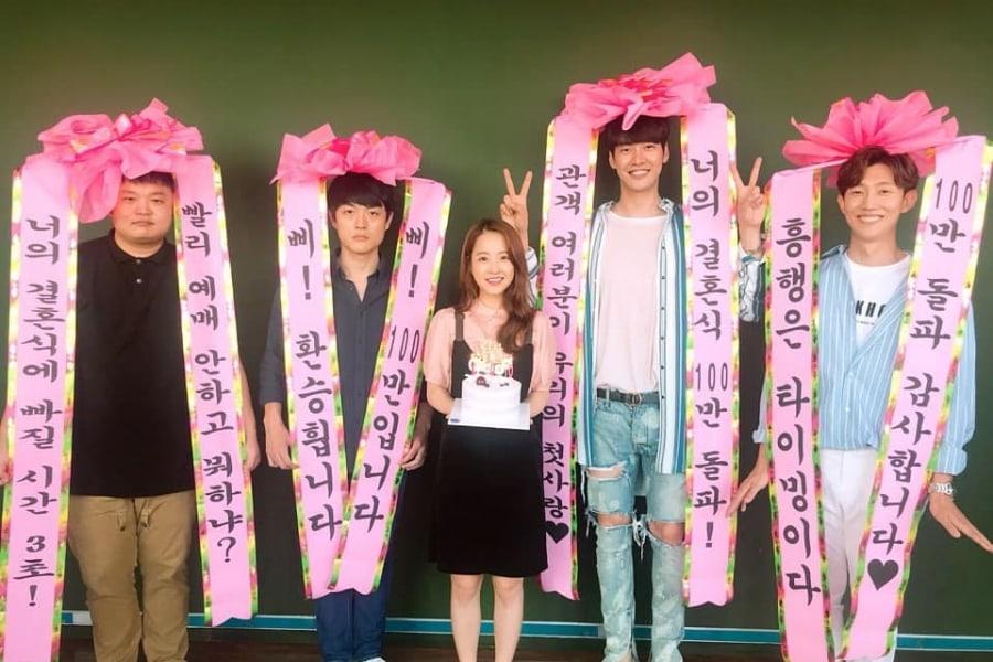 """Park Bo Young, Kim Young Kwang y más integrantes del reparto de """"On Your Wedding Day"""" celebran el sobrepasar el millón de espectadores"""