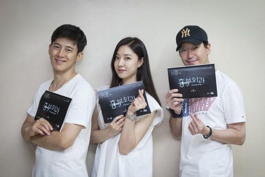 """Go Soo, Uhm Ki Joon, Seo Ji Hye y otros más realizan la primera lectura del guión de """"Two Lives One Heart"""""""