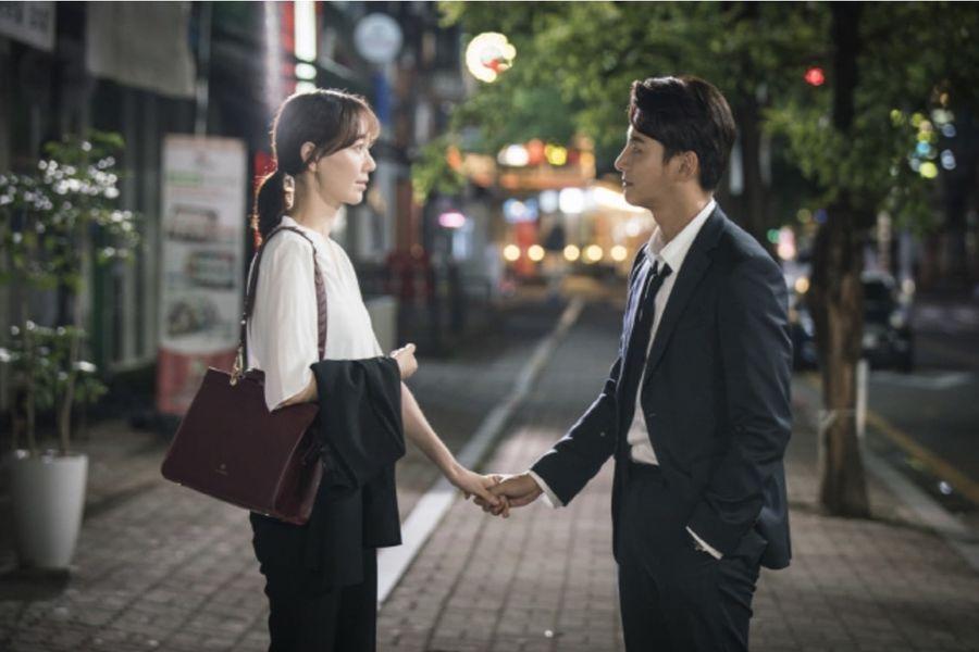 """Yoon Shi Yoon y Lee Yoo Young nos recuerdan que un agarre de manos es la muestra pública de afecto más adorable en """"Your Honor"""""""