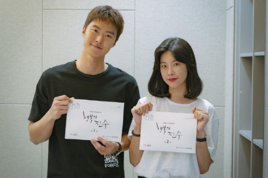 Gong Myung y Sojin de Girl's Day empiezan la filmación de su nuevo drama con lectura de guión