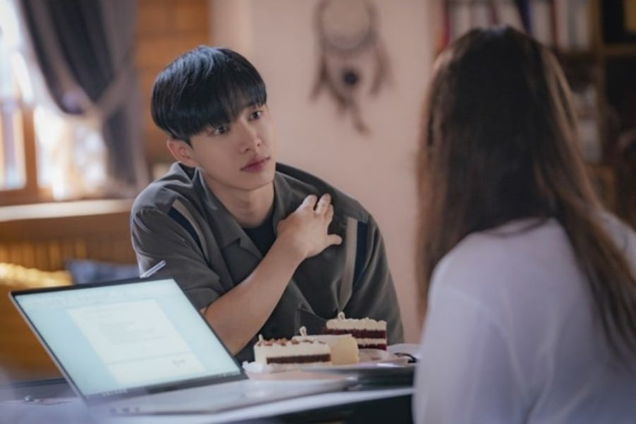 "Lee Gikwang de Highlight es tan dulce detrás de cámaras como su personaje de ""Lovely Horribly"""