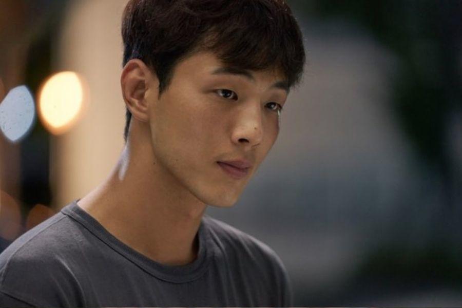 El nuevo drama especial de JTBC revela primer vistazo de Ji Soo interpretando el papel principal