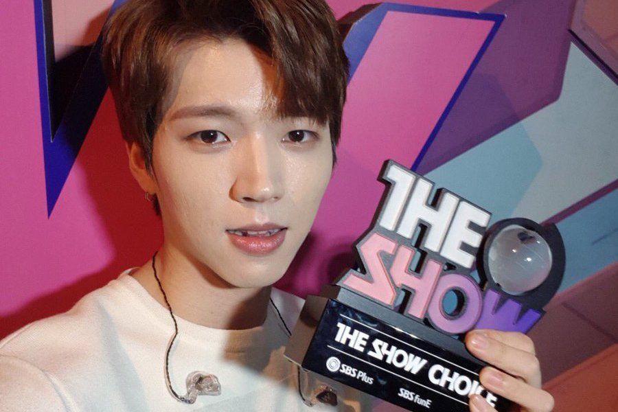 """Nam Woohyun de INFINITE logra su primer premio en """"The Show"""", actuaciones de Oh My Girl, Longguo, y más"""