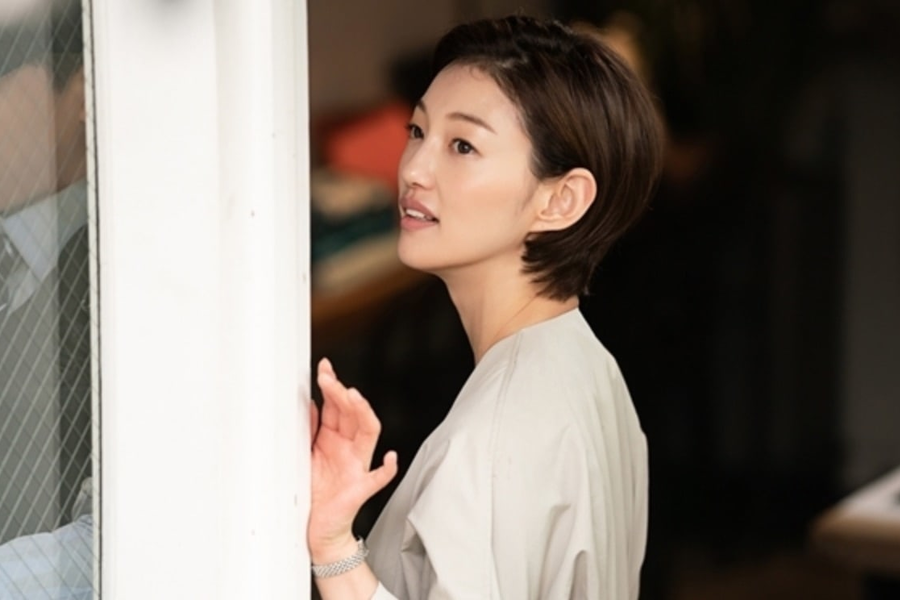 Lee El muestra su lado más suave como el primer amor de Cha Tae Hyun en próximo drama
