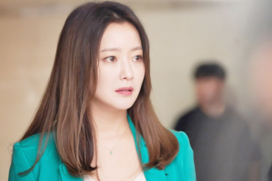 """Kim Hee Sun luce maravillosa en escenas detrás de cámaras de """"Room No. 9"""""""