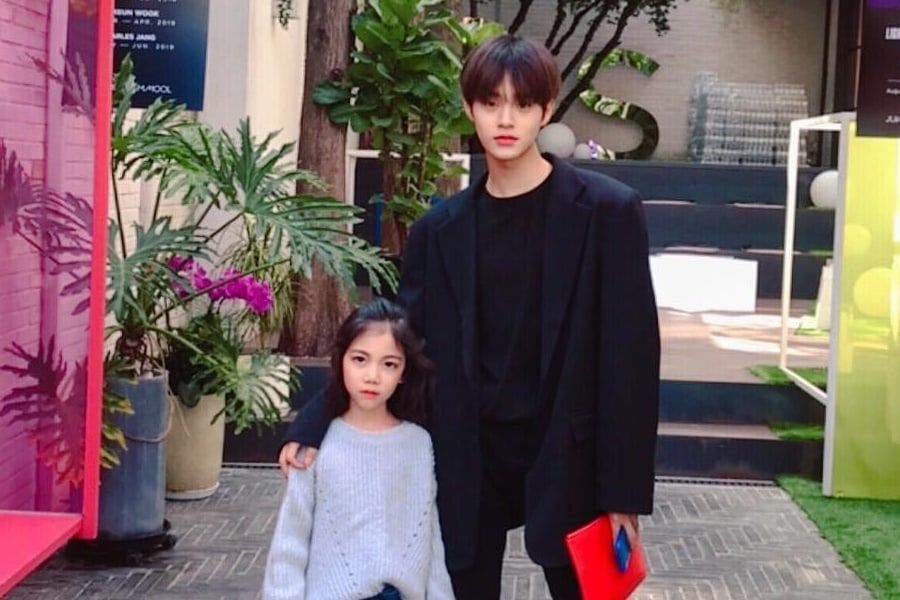 Lee Dae Hwi de Wanna One posa con su sobrina que es modelo infantil