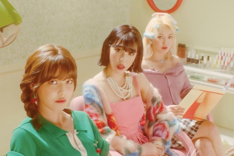 "Tiffany de Girls' Generation busca venganza en nuevo MV para ""Teach You"" con Sooyoung y Hyoyeon"
