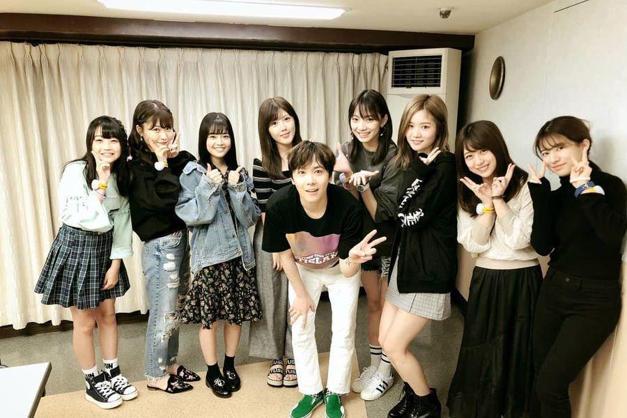 """Las participantes de """"Produce 48"""" apoyan a Lee Hong Ki en el concierto japonés de FTISLAND"""