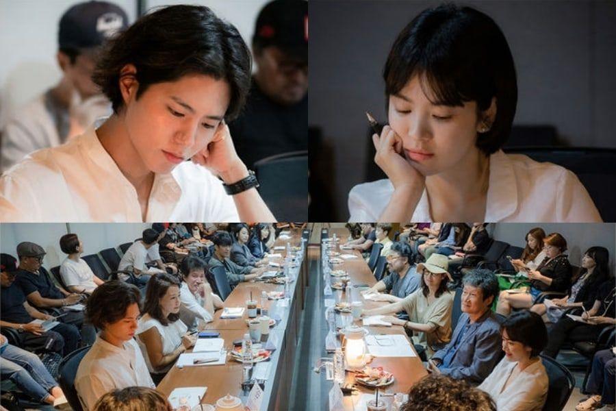 El nuevo drama de Song Hye Kyo y Park Bo Gum revela fotos de su primera lectura de guión