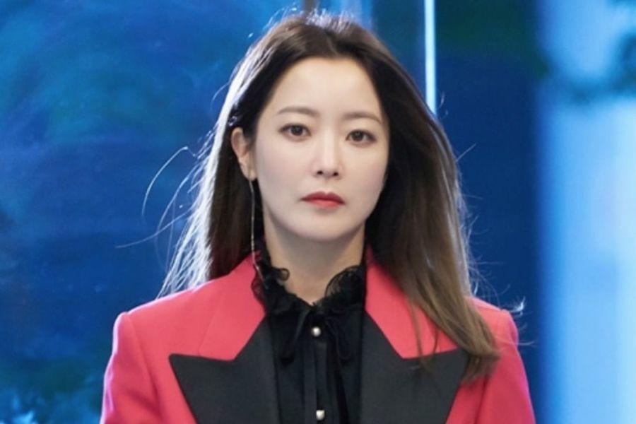 """Kim Hee Sun obtiene un cambio de imagen para demostrar que es una persona diferente (literalmente) en """"Room No. 9"""""""
