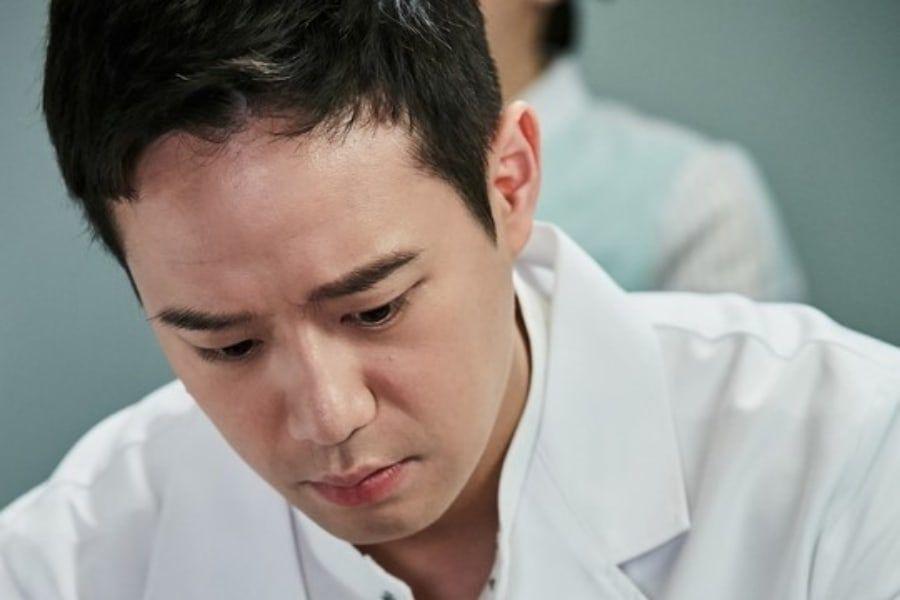 Chun Jung Myung se transforma en un popular médico para su nuevo drama