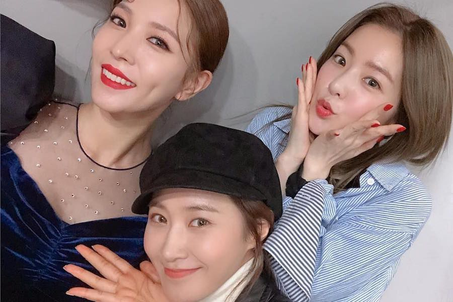"""BoA comparte una divertida razón por la que Yuri e Irene fueron a ver su actuación de """"Woman"""" en vivo"""