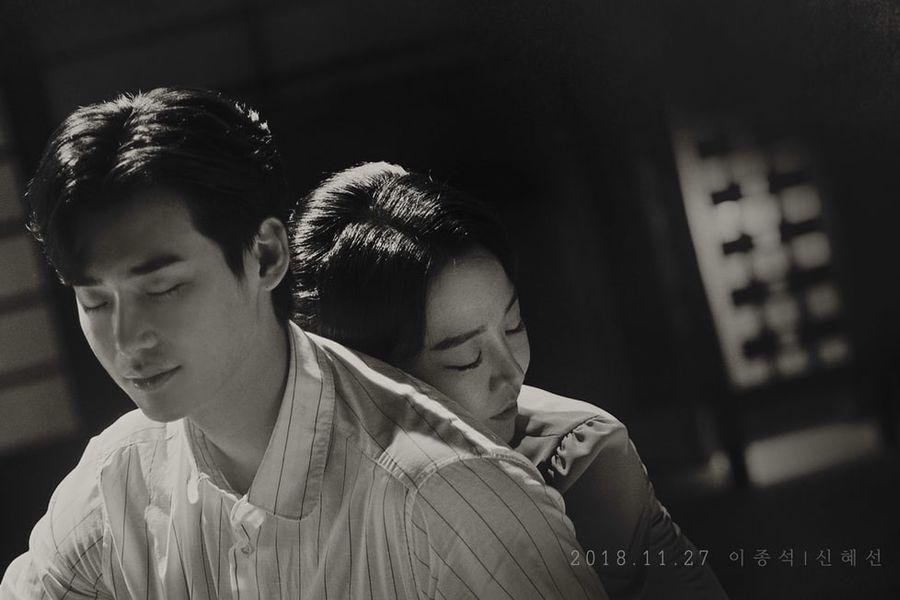 """El drama de SBS """"Death Song"""" revela primeros posters de Lee Jong Suk y Shin Hye Sun"""